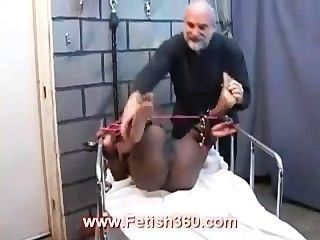 크리스탈 묶여서 음부 처벌