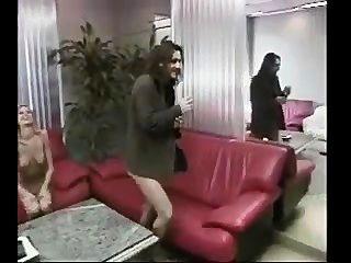 뜨거운 사무실 소녀가 입으로 가져 와서 좆