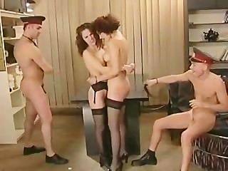 경찰서에서의 그룹 섹스