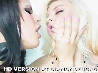 다이아몬드 키티와 브리트니 앰버 화이트