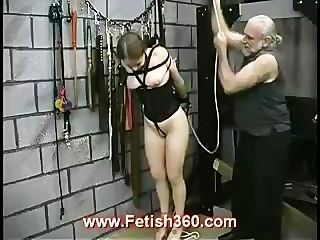 졸린은 극심한 젖꼭지를 좋아한다.