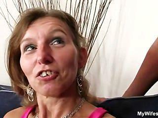 그녀는 그녀의 아들을 법정에 태운다.