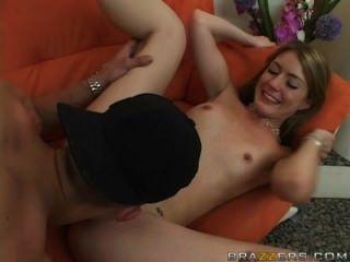 그녀는 그녀의 엄마 남자 친구와 섹스