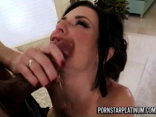 veronica avluv returns