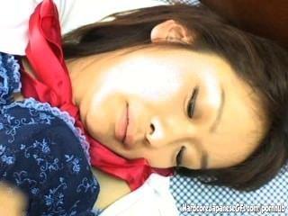 이 가슴 아픈 일본인 귀염둥이의 감각적 인 주무르기