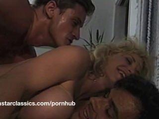 큰 가슴 고전 포르노 스타 항문 모험
