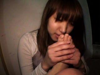 일본 소녀 자기 발 예배