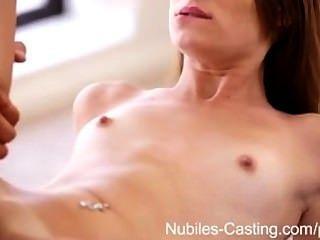레즈비언 판타지가 남자 누빌 영화와 섹스로 변한다.