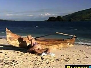 금발 아가씨 항문 해변에서 좆
