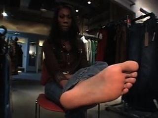 상점에서 흑단 발