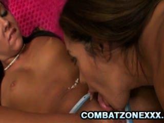 francesca le와 ivy 겨울 레즈비언 섹스를하는 두 명의 맛있는 아가씨