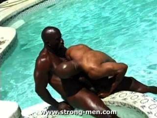 놀라운 검은 근육 덩어리