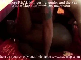 아프리카 매춘부가 그녀의 엉덩이에 질내 사정