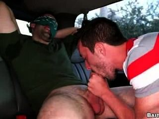 딕 피어싱과 엉덩이가 망했어.