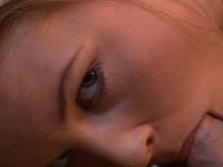 닉키 앤더슨, 잠자는듯한 아름다움은 그녀의 꿈의 수탉을 가져옵니다.