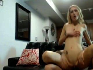 집에서 금발의 여자 항문 섹스