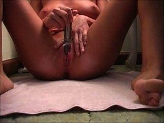 솔로 오르가즘 동안 바이브레이터와 masturbatin