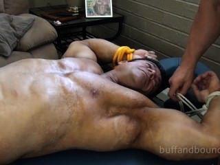 육체가 건강한 보디 빌더는 제우스 디아 몬테