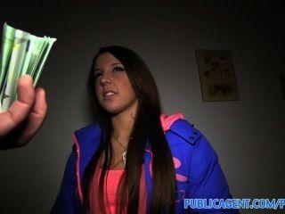 publicagent anita는 나에게 그녀의 엉덩이가 그 다음 굽히고, 현금을 위해 사로 잡히는 것을 보여준다.