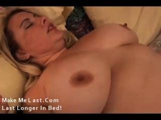 맛있는 큰 가슴 금발의 bbw는 섹스를 사랑한다.