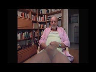 자위하는 동안 그의 아내가 촬영 한 변태 tranny