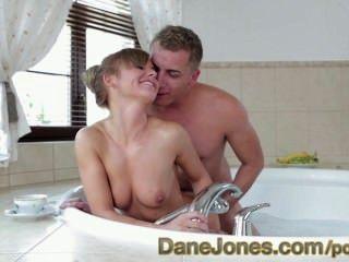 danejones 행복 한 작은 십 대에 뜨거운 회사 엉덩이 욕조에 관능적 인 젊은 사랑