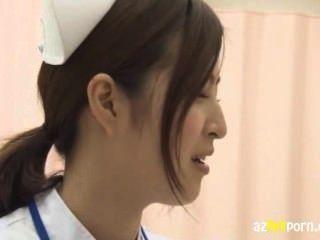 아름다운 간호사가 매일 밤 정액을 피웠다.
