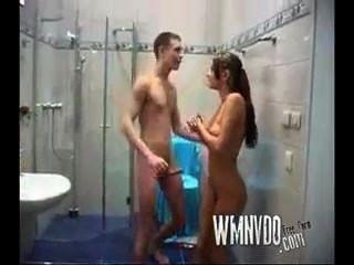 십대는 샤워를하고 엿 먹어.
