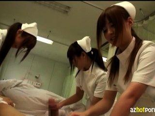 음란 한 아시아 간호사가 너를 돌볼거야.
