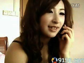 귀여운 중국 여자 흡연