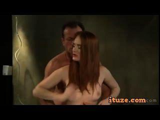 빨간 머리 엉덩이가 핥고 여자가 creampied