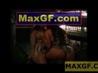 섹시한 여자 부티 흔들어 스트립 댄스 섹시한 엉덩이 댄스 xxx 비디오 레즈비언 바