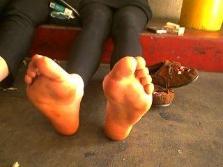 우리 발은 이미 악취가 난다!