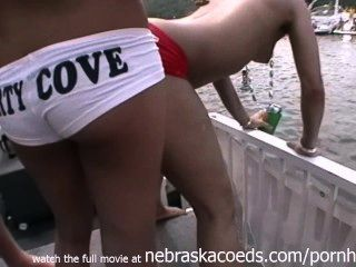 공공 파티 코브에서 벗은 진짜 임의의 파티 소녀들 ozarks mo의 호수