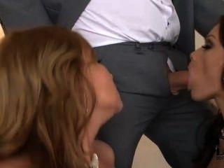 소피와 애비가 그들의 남자들과 즐겁게 지낸다.