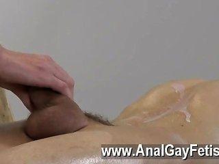게이 섹스 jacob daniels는 정말 어린 소년을 기쁘게하는 것에 대해 많은 것을 배웠습니다.