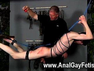 섹시한 동성애 장면 마스터 세바스찬 케인은 달콤한 달콤한 아론 오로라를 가지고 있습니다.