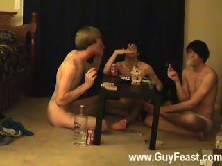 이 게이 클립은 당신을 좋아하는 도촬 형의 긴 비디오입니다.