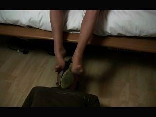 손발 나일론을 킁킁 거리는 발