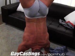 gaycastings는 $ B를 위해 cam 위에서 근육 스터드 바보를 쳤다