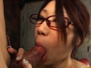 fuuka takanashi 뜨거운 아시아 인형 차고에서 수탉을 빠는입니다