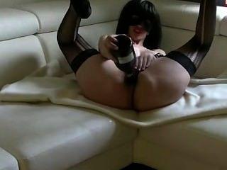 암캐가 그녀의 엉덩이와 squirts 샴페인 섹스