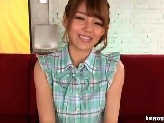 japanese girls는 침대에서 매력적인 성숙한 여인을 공격했습니다 .avi