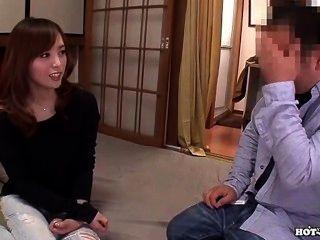 japanese girls는 bed.avi의 뜨거운 자바 아내를 매혹시킵니다.