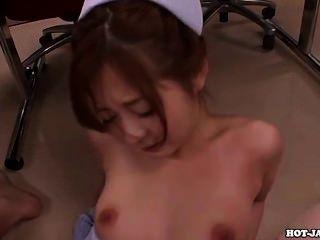 일본 여자 목욕 룸에서 섹시한 매혹적인 어머니. 아비
