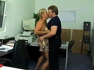 사무실에서 엉망이 된 chunky 독일 퓨마 엉덩이 (sid69)