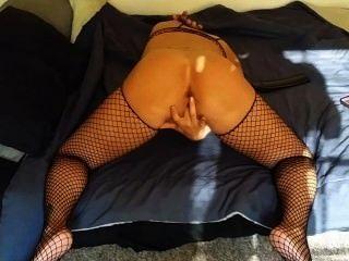 그녀의 음부와 엉덩이 놀고 릴 엄마