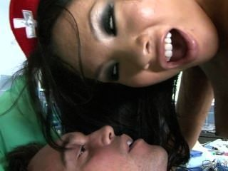 간호사가 항문에서 성관계를 즐긴다.