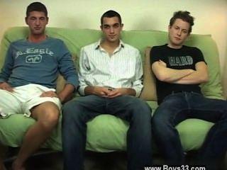 뜨거운 게이 섹스는 스터드가 한가지 더 시도하도록하는데, 나는 둘 다 블레이크했다.