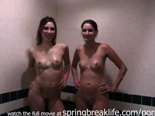자매 거품 목욕 및 샤워